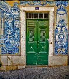 Azulejos Lisbon, Photo by Jos Dielis