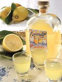 Λικέρ λιμοντσέλο - www.olivemagazine.gr Lemon Recipes, Greek Recipes, Cetogenic Diet, Food Network Recipes, Cooking Recipes, Lemon Liqueur, The Kitchen Food Network, Greek Sweets, Keto Drink