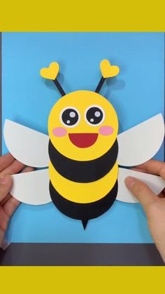 Bee Crafts For Kids, Halloween Crafts For Toddlers, Animal Crafts For Kids, Easy Arts And Crafts, Toddler Crafts, Preschool Crafts, Diy For Kids, Simple Art And Craft, Crafts For Preschoolers