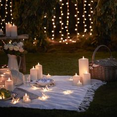 Fairy Lights Wedding, Outdoor Fairy Lights, Outdoor Candles, Flameless Candles, Night Picnic, Dream Dates, Romantic Candles, Romantic Dates, Butterfly Lighting