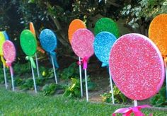 Spray painted styrofoam lollipops instead of cellophane with paper plates Candy Decorations, Outdoor Christmas Decorations, Candy Land Christmas, Christmas Crafts, Xmas, Christmas Games, Candy Land Theme, Candy Party, Halloween House