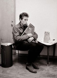 Bob Dylan--wanna learn to play the autoharp Guitar Tips, Guitar Lessons, Bob Dylan, What About Bob, Pete Seeger, Joan Baez, Zimmerman, Jimi Hendrix, Music Stuff
