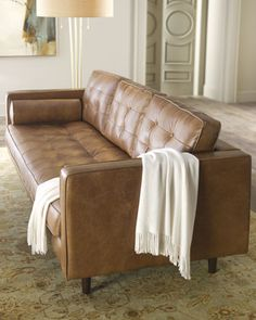 Tips That Help You Get The Best Leather Sofa Deal. Leather sofas and leather couch sets are available in a diversity of colors and styles. A leather couch is the ideal way to improve a space's design and th Sofa Design, Interior Design, Home Decor Furniture, Home Furnishings, Best Leather Sofa, Brown Couch, My Living Room, Decoration, House