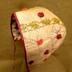 Bilderesultat for lise/skjåk/dåpskjole Baby Sewing, Free Sewing, Velvet Hat, Christening Gowns, Baby Hats, Kids And Parenting, Kappor, Little Girls, Kids Fashion