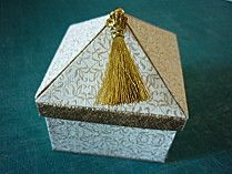 boite tente blanc et or
