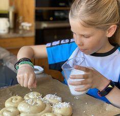 Einfache Schnecken für Kinder - Backen mit Christina Breakfast, Food, Baking Tips, New Recipes, Snails, Food Food, Morning Coffee, Essen, Meals