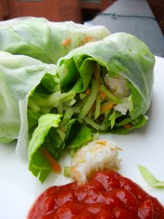 Shrimp & Avocado Spring Rolls - Fitting It All In Yummy but the rice paper is a min cheat . Healthy Side Dishes, Healthy Snacks, Healthy Eating, Healthy Recipes, Healthy Juices, Easy Recipes, Chicken Salad Recipes, Seafood Recipes, Cooking Recipes
