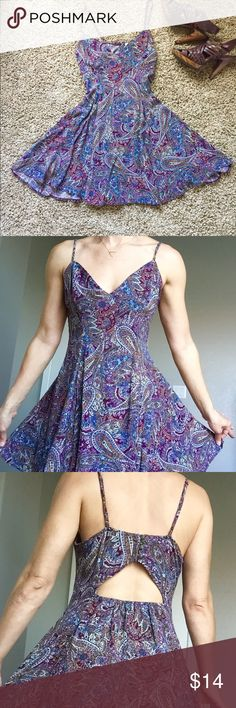 """💕✨AEO flirty paisley dress with cut out at back. From American Eagles comes this flirty paisley printed sundress with adjustable straps. Open cut out and button detail at back. Worn once and a little loose on top for my frame. I feel this would fit perfectly with someone a little more to offer on top. 😉 I'm a 34B and 5'8"""". Home is clean and pet/smoke free 🌺🌈. American Eagle Outfitters Dresses Midi"""