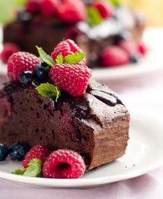http://www.csid.ro/dieta/meniul-zilei/tort-cu-ciocolata-si-fructe-de-padure-10351916/