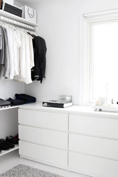 A Fashionable Home: Minimal And Bright Walk-In Closet -- Scandinavian Minimal Interior Design -- Drawers Via Stylizimo -- photo 7-Le-Fashion-Blog-A-Fashionable-Home-Minimal-Bright-Walk-In-Closet-Scandinavian-Minimal-Interior-Design-Drawers-Via-Stylizimo.png: