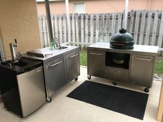 Egg table with sink table Outdoor Screen Room, Outdoor Rooms, Outdoor Living, Low Ceiling Fans, Outdoor Ceiling Fans, Outdoor Kitchen Cabinets, Diy Cabinets, Big Green Egg Table, Big Green Egg Outdoor Kitchen