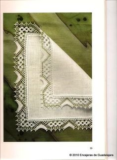 Fotka: Bobbin Lace Patterns, Lacemaking, Simple Art, Lace Design, String Art, Crochet Lace, Textile Art, Crochet Projects, Lace Trim