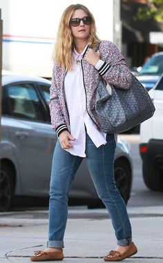 Drew Barrymore keeps it casual! We're loving her flower jacket!