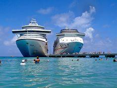 Barcos de #crucero en aguas del #caribe.