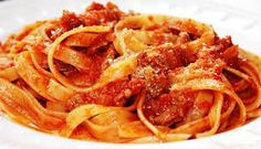 Tagliatelle con Ragu di Agnello (with Ragout of Lamb) Pecorino Cheese, Lamb Chops, Food Website, Pasta Recipes, Italian Recipes, Spaghetti, Stuffed Peppers, Vegetables, Cooking