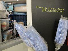 Man kennt einander - wie hier Mr. Sandwich, im People´s Supermarket London. Foto: Doris