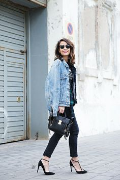 Denim jacket is stylish fashion piece that is ideal for combination with almost everything. It will look great in combination with your favorite dress and New Outfits, Fashion Outfits, Womens Fashion, Fasion, Stilettos, Blue Jeans, Vaqueros Boyfriend, Levi Denim Jacket, Fashion And Beauty Tips