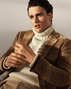 his sport coat's wool-and-cashmere plaid is custom-woven a historic English mill that has been weaving luxury textiles for more than 250 Ralph Lauren Coats, Madrid, Ivy League Style, Turtleneck Outfit, Monochrome Fashion, Moda Casual, Three Piece Suit, Men Formal, Gentleman Style