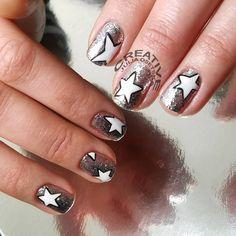 Що може сяяти сильніше за зорі????✨🌟 тільки #glitz_whitegold_leaf - #shine_bright_like_a_diamond  #creative_nailstudio #nailsnailsnails #julia_osetska #manicure #luxio #paintingnails