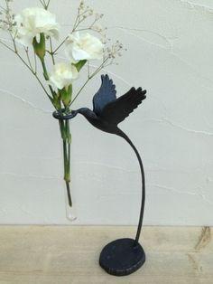 花を摘む小鳥の一輪挿し