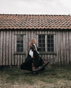 🇳🇴♥️ Victorian, Dresses, Fashion, Vestidos, Moda, Fashion Styles, Dress, Fashion Illustrations, Gown