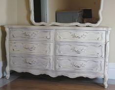anne sloan chalk painted furniture | Annie Sloan {amazing paint for furniture make over} |