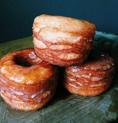 The Cronut is a croissant-doughnut pastry developed by chef Dominique Ansel for Dominique Ansel Bakery in New York City. Here's the recipe for Buttermilk-Vanilla Glazed Croissant Donuts from Smoke (they're in Oklahoma! Just Desserts, Delicious Desserts, Yummy Food, Donut Recipes, Cooking Recipes, Breakfast Recipes, Dessert Recipes, Buttermilk Recipes, Buttermilk Donut Recipe