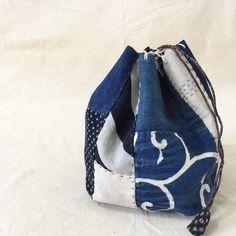 Etsy のJapanese Boro Bag/ Komebukuro/ Drawstring Bag/ Kinchaku/ Bento Bag/ Indigo Dyed/ Ikat/ Kasuri/ Sashiko/ Patchwork/Hand Sewn/ #004(ショップ名:JapaneseBOROshop)