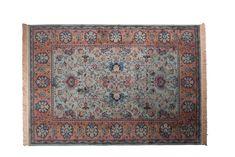Lassen Sie sich nicht durch den Antik-Look täuschen!   Der Teppich Bid ist aus modernen Materialien hergestellt und hält dadurch alle Arten von Verschleiß aus. Bid gibt es in zwei Farben, grün und rot. Sie sehen sich ziemlich ähnlich,...