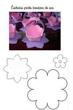 Risultati immagini per enfeites em eva do mickey Foam Sheet Crafts, Foam Crafts, Diy Arts And Crafts, Paper Crafts, Ramadan Crafts, Easter Crafts For Kids, Paper Flowers Craft, Flower Crafts, Plastic Bottle House