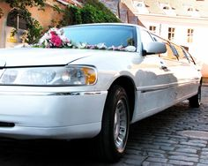 Luxury Bellevue limo is the best limousine rental in the Seattle and Bellevue area. We offer prom, wedding, airport, party, graduation, bachelor, sports events, corporate limousine service at the best rates. Whatever the special event, we got you covered. Call (425) 598-0999 for a free quote.