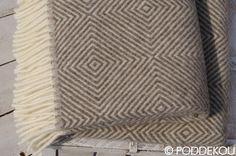 Hnedo-biely vlnený prehoz   PODDEKOU Wool Blanket, Blankets, Rugs, Home Decor, Homemade Home Decor, Types Of Rugs, Blanket, Carpet, Rug