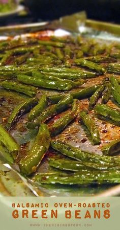 These are the best Balsamic Oven-Roasted Green Beans! This is a super simple flavorful way to fix green beans. The oven vinegar does all the work! Side Dish Recipes, Veggie Recipes, Vegetarian Recipes, Cooking Recipes, Healthy Recipes, Recipes Dinner, Crockpot Recipes, Chicken Recipes, Roasted Vegetable Recipes