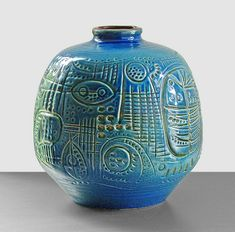 Carstens Atelier - designed by Gerda Heuckeroth in this prehistoric style design is very rare - 25 cm inch) high PRIVATE COLLECTION Pottery Sculpture, Pottery Vase, Ceramic Pottery, Ceramic Clay, Ceramic Painting, Vintage Pottery, Handmade Pottery, Sculptures Céramiques, Native American Pottery