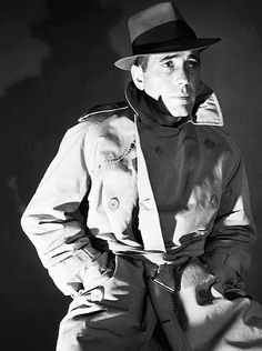 The Greatest Male Star of Classic American Cinema: 44 Portrait Photos of Humphrey Bogart From the and Vintage Hollywood, Hollywood Glamour, Hollywood Stars, Classic Hollywood, Humphrey Bogart, Lauren Bacall, Trench Coats, Detective, Bogie And Bacall