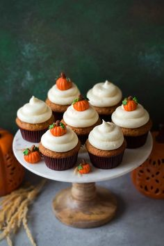 Pumpkin Cupcakes with Cream Cheese Frosting - Cooking Classy Halloween Cupcakes, Halloween Desserts, Fall Desserts, Dessert Recipes, Haloween Cakes, Halloween Treats, Thanksgiving Cupcakes, Pumpkin Cupcakes, Autumn Cupcakes