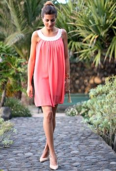 25 Trendy Street Style Dresses for the Summer - Fashion Diva Design Cute Summer Outfits, Pretty Outfits, Cute Outfits, Outfit Primavera, Warm Weather Outfits, Vogue, Coral Dress, Everyday Dresses, Spring Summer Fashion