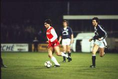7 avril 1984, Ancien Stade Louis II (Monaco). Manuel Amoros est virevoltant mais cette défaite bordelaise (2-1) n'empêchera pas les Girondins de remporter le championnat.