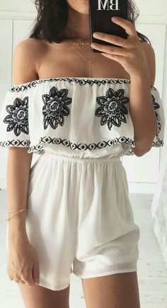Love this off shoulder outfit