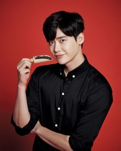 'Gong Cha Korea' revealed on September 29 that they have appointed Lee Jong Suk as the first model for their tea cafe brand! 'Gong Cha' gave … Lee Jong Suk Cute, Lee Jung Suk, Cute Actors, Handsome Actors, Korean Men, Korean Actors, Korean Wave, Kang Chul, Young Male Model