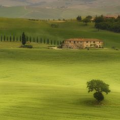 ~ Sienna, Tuscany, Italy ~ makes me want to re-read Under The Tuscan Sun.