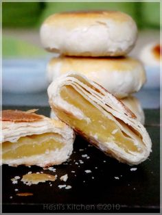 Bakpia (肉餅) or hopia (好餅) - The flaky type of bakpia uses Chinese puff pastry. Clear examples of this can be seen in China (especially Macau) and Taiwan, making this type the authentic Chinese hopia.  Popular fillings are mung bean, azuki bean and purple yam, but modern fillings such as chocolate, pineapple, durian, cheese, cappucino and custard are also possible.
