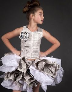 Love Paper Dresses More Liebe Papierkleider Mehr - Chia Recipes Ideas Recycled Costumes, Recycled Dress, Recycled Clothing, Dress Card, Dress Up, Paper Clothes, Paper Dresses, Kids Fashion, Fashion Show