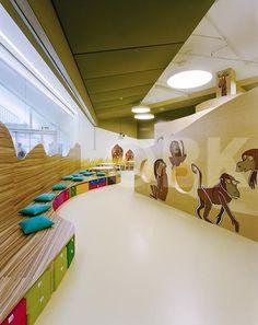 Raumhochrosen Kinderland Westside. Custom furniture and display models based on a zoo-land theme.