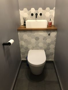 Super small bath room interior under stairs Ideas Small Downstairs Toilet, Small Toilet Room, Downstairs Cloakroom, Space Saving Toilet, Toilet Room Decor, Minimalist Small Bathrooms, Bathroom Under Stairs, Toilet Under Stairs, Kitchen Under Stairs