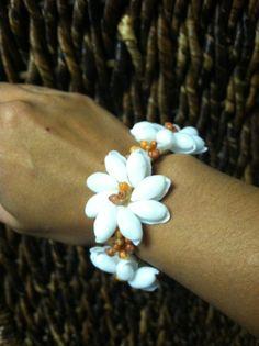BUBBLE and RED MONGO shell bracelet by hulamelani on Etsy