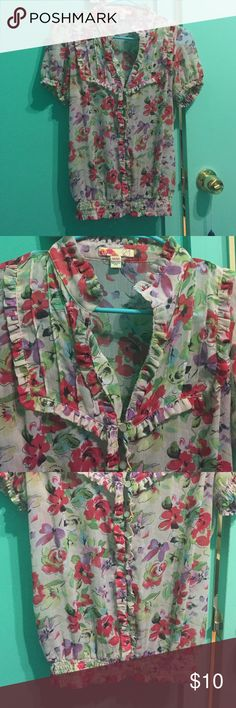 Fun floral Forever 21 top Bright floral top, light fabric. Has ruched bottom and sleeves, and great ruffle detailing throughout Forever 21 Tops Blouses