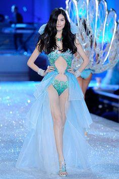 Sui He Victorias Secret Fashion Show 2011