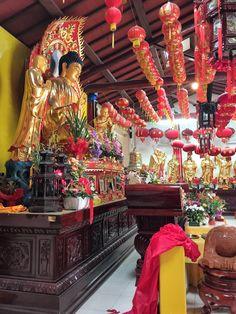 Pu Hua Si Tempio Buddista  di Prato si trova in  piazza della gualchierina a Prato