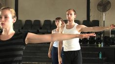 A 90 minute class for the Merce Cunningham Dance Company and Repertory Understudy Group dancers and advanced students, taught by Robert Swinston. Contemporary Dance Classes, Modern Dance, Cool Dance, Just Dance, Merce Cunningham, John Cage, Visual And Performing Arts, Ballet, Dance Company
